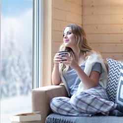 Jak efektywnie wietrzyć mieszkanie zimą?