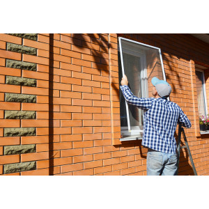 Sposoby czyszczenia moskitier okiennych