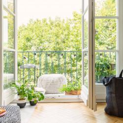 Osłanianie okien balkonowych - na co zwrócić uwagę?