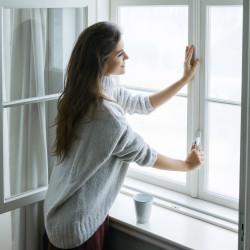 Jak należy wietrzyć mieszkanie w sezonie zimowym?